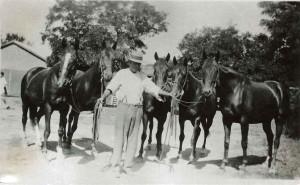 bloomfield-groom-jack-callinan-with-camdrafters-1930-flossey-wi